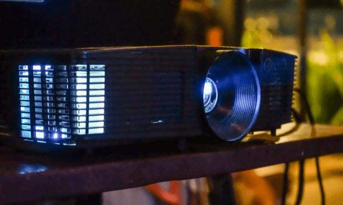 cel mai bun videoproiector exterior ghid cumparaturi